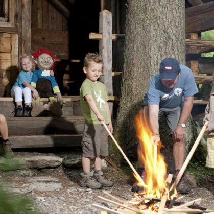 lagerfeuer familie zillertal