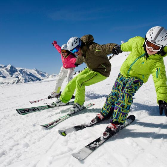 family skiing zillertal